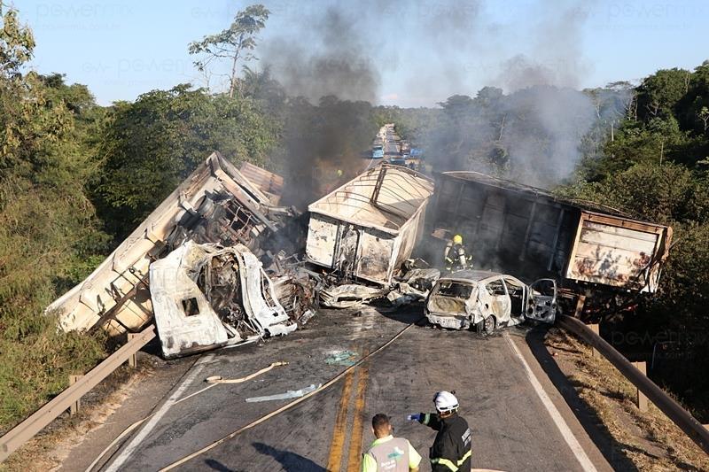 Dois caminhoneiros morrem carbonizados em grave acidente na BR-163. Vídeo